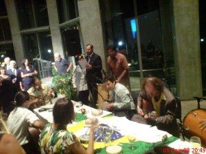 Festa da independência. Segunda-feira, 8 de setembro de 2008 (um dia depois do feriado), na National Gallery. Na foto, o Embaixador e a Roda de Samba.