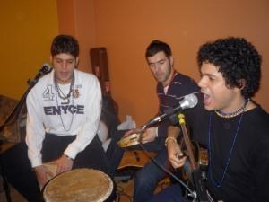 Rômmel (Maranhão), Paulinho (Pernambuco) e... guitarrista da banda =P