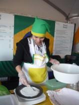 Tapioca preparada pelo stand brasileiro no Festival das Tulipas.